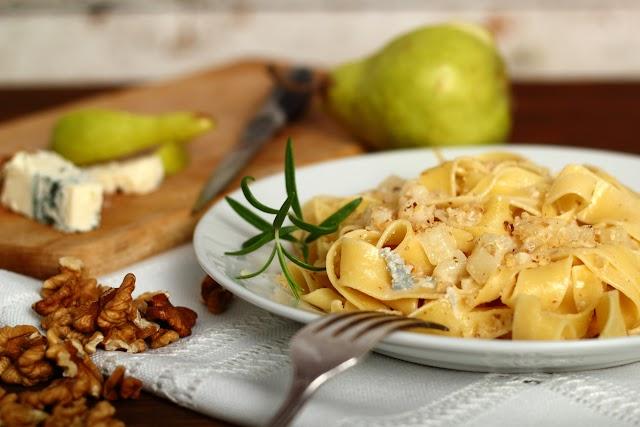 Mennyei gorgonzolás, diós tészta szupergyorsan: 15 perc múlva már eheted is
