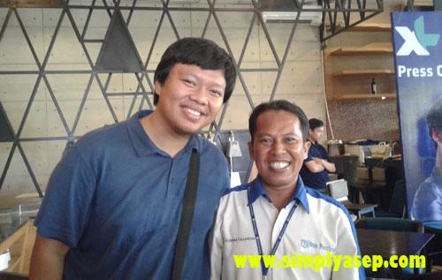 SOBAT HAPE :   Foto bareng Mouldi Satria Eka Putra co founder Sobat Hape. Beliau dikenal dengan full time youtuber ini berasal dari Bekasi, Wah sama donk. Foto yuuk. Photo Istimewa