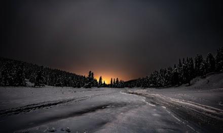 Νύχτα με χιόνι και πανσέληνο στο Περτούλι (απίστευτες εικόνες)