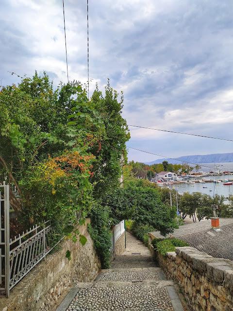 kamienne schody, stare miasto, spacer po Chorwacji