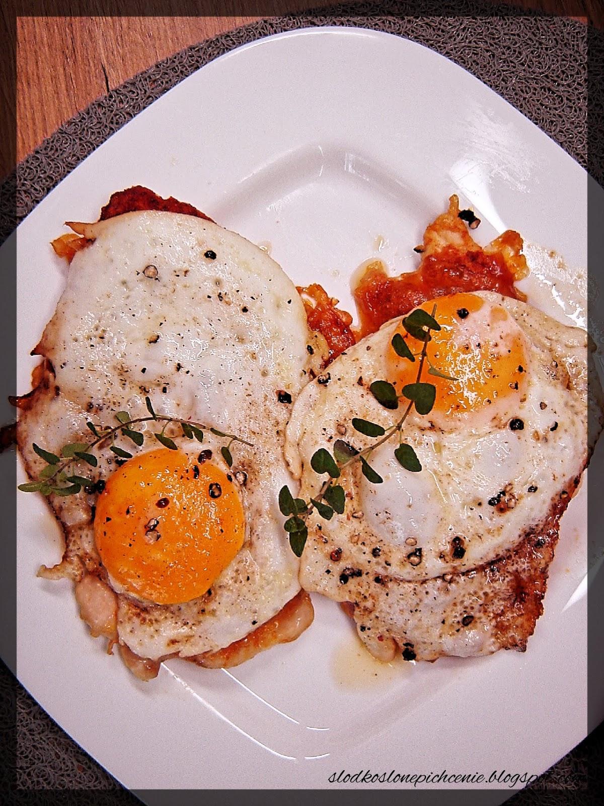Pierś z kurczaka z jajkiem sadzonym
