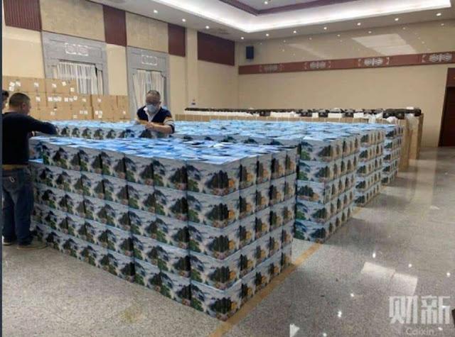 Vũ Hán: Người dân xếp hàng dài nhận tro cốt, đăng ảnh cũng bị xóa