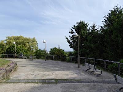 鶴見新山 ベンチ