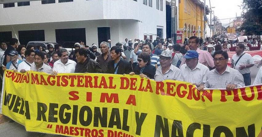 Maestros interinos de Piura preparan movilización para exigir reposición