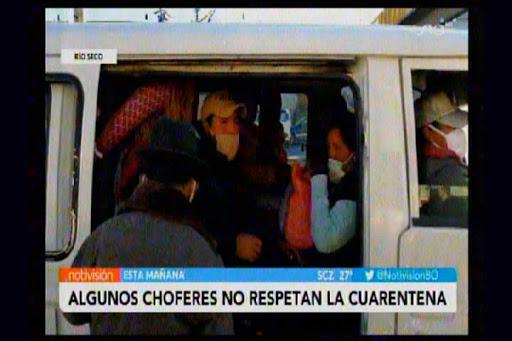 Minibuses en El Alto transportan gente sin medidas de seguridad