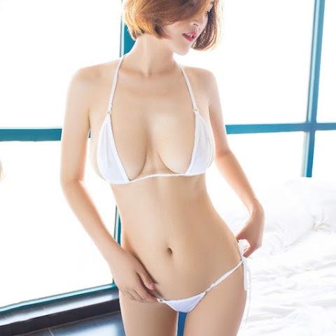 Người Đẹp Diện Micro Bikini Trắng