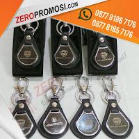 gantungan kunci kulit kombinasi besi, souvenir gantungan kunci, souvenir kantor, gantungan kunci promosi, Souvenir Untuk Semua Promosi Usaha Anda: Gantungan Kunci