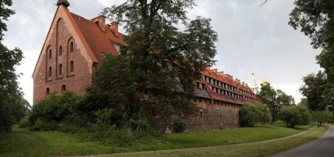 Кому рыцарский замок XIV века по цене однокомнатной квартиры?