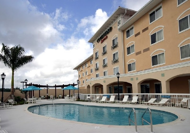 Come experience the urban style and convenience of Courtyard by Marriott Fort Myers FL hotel @ the Gulf Coast Town Center. Located off I-75 next to Bass Pro Shops, this Fort Myers hotel is within walking distance to upscale shopping, dinning and entertainment.