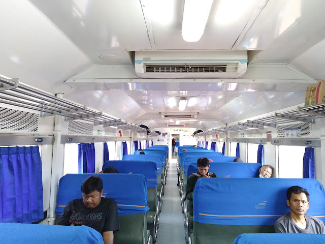 Interior KA Lokal Merak
