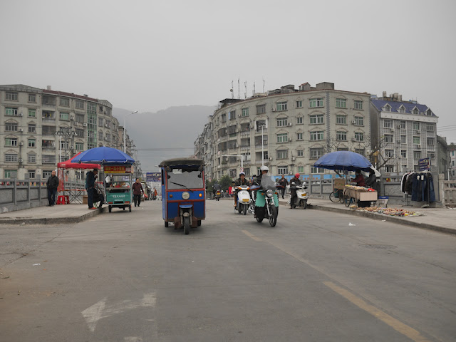vendors on bridge in Xiapu, China