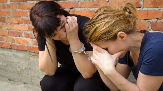 Anyát és lányát érték tetten, amikor éppen egy lakatlan házból hordák haza a szajrét