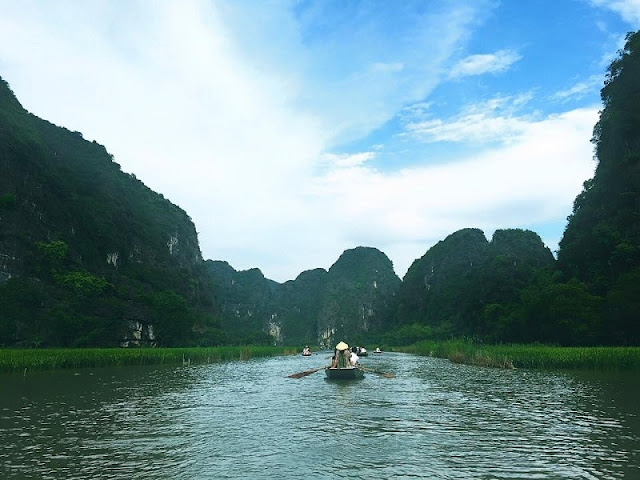Boat tour boosts Trang An tourism 1
