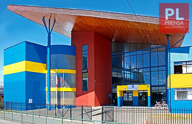 Escuela Canadá y Liceo Carmela Carvajal retoman clases tras casos positivos de Covid