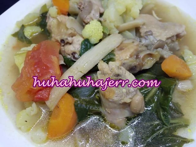 Sup Ayam Sedap Yang Melimpah Dengan Sayuran Berwarna Warni... Wahhh!!