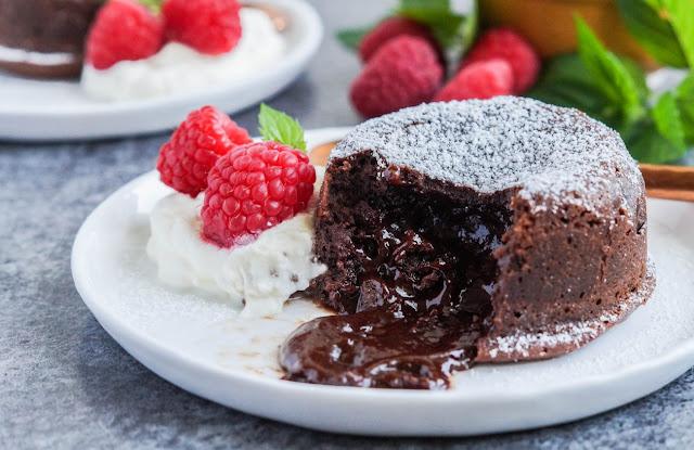 gastro-recepies-lava_cake-cake-desert-cake_recepies-chocolate-strawberry