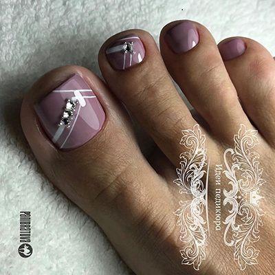 unhas dos pés decoradas com pedrinha