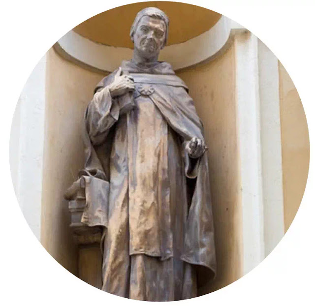 Apa Negara Ideal Menurut Aquinas?  Thomas Aquinas (1225-1270)   Kadangkala disebut juga dengan Thomas Aquino. Pendapat Thomas tidaklah berbeda dengan pendapat agustinus, yakni negara ideal tidak dapat dipisahkan dengan agama.   Di dalam pertumbuhan pikiran sosial, Thomas membedakan hukum untuk masyarakat ideal / negara ideal, yatu:  a. Lex Naturalis (Hukum asasi, alam)   Adalah hukum yang berlaku untuk segala waktu dan tempat. Dan hukum ini dibuat oleh manusia, berdasarkan akalnya karena itu berlaku relatif (tidak mutlak). Hukum ini berdasarkan rasa keadilan menurut waktu dan tempat tertentu.  b.    Lex Divina  Hukum merupakan firman-firman Allah yang terdapat dalam Kitab Suci (Injil). Ia harus di ikuti oleh semua orang tidak tergantung kepada waktu dan tempat, karena itu berlaku mutlak.