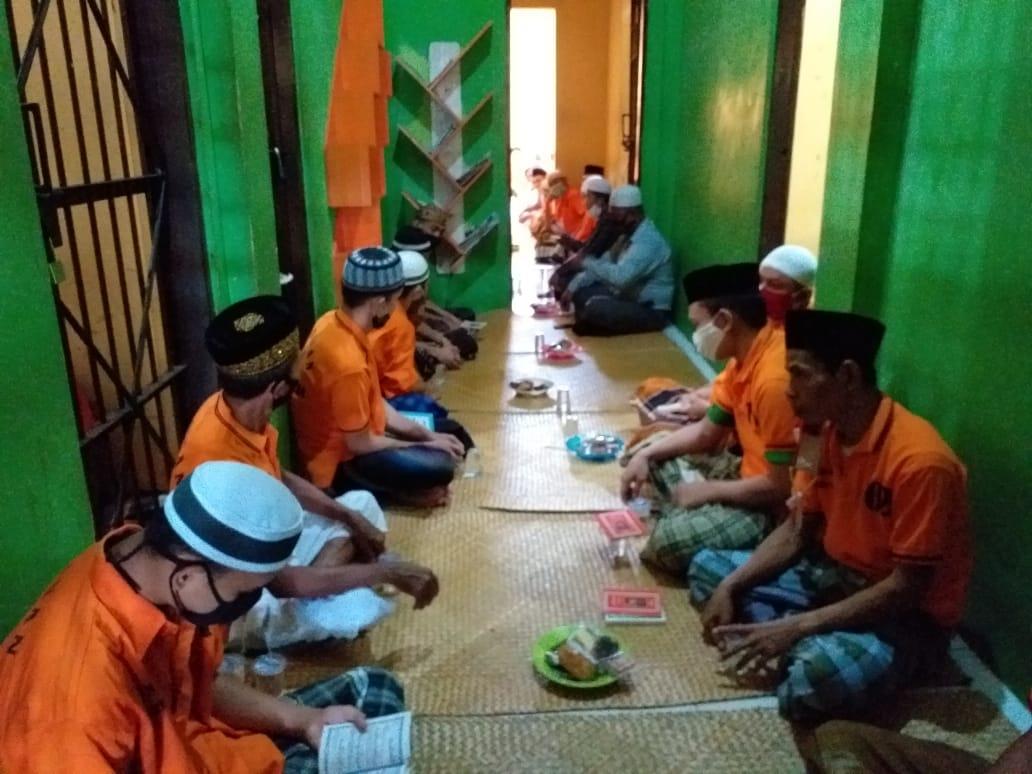 Datangkan Ustadz, Polres Seruyan Gelar Binroh Untuk Tahanan