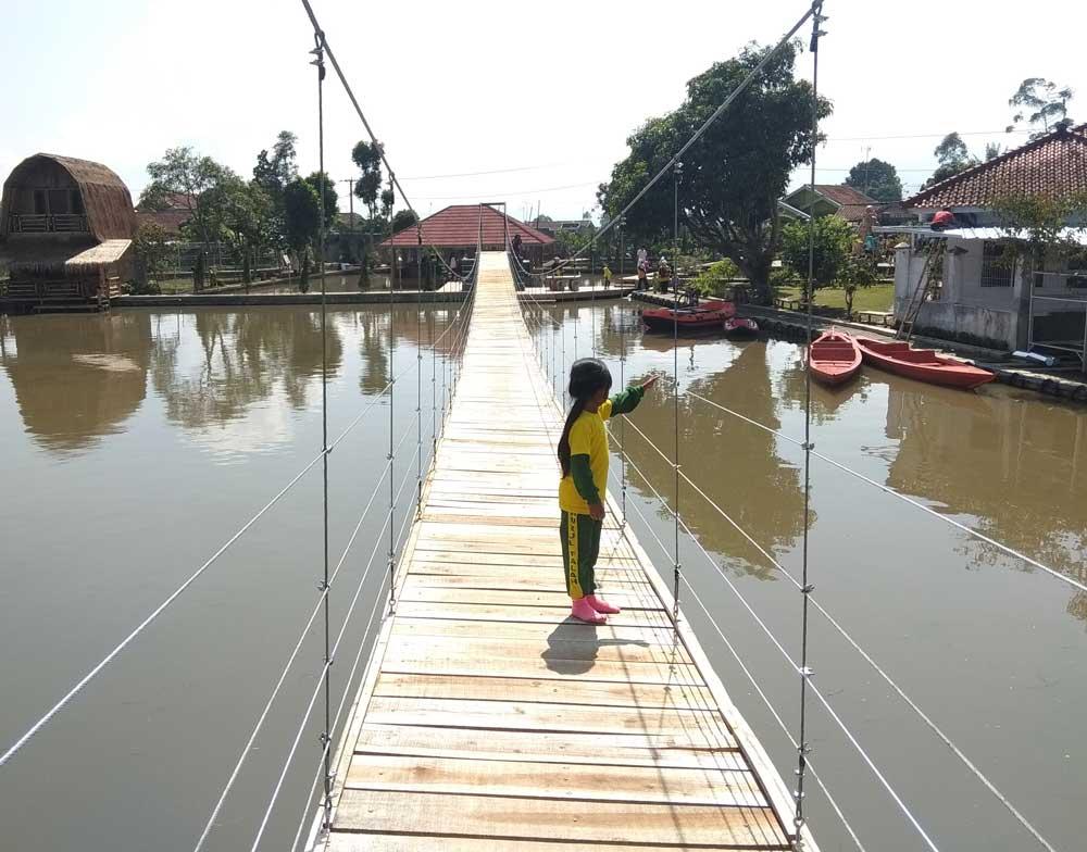 Sejuknya Saung Komando Objek Wisata Baru Di Ciwidey