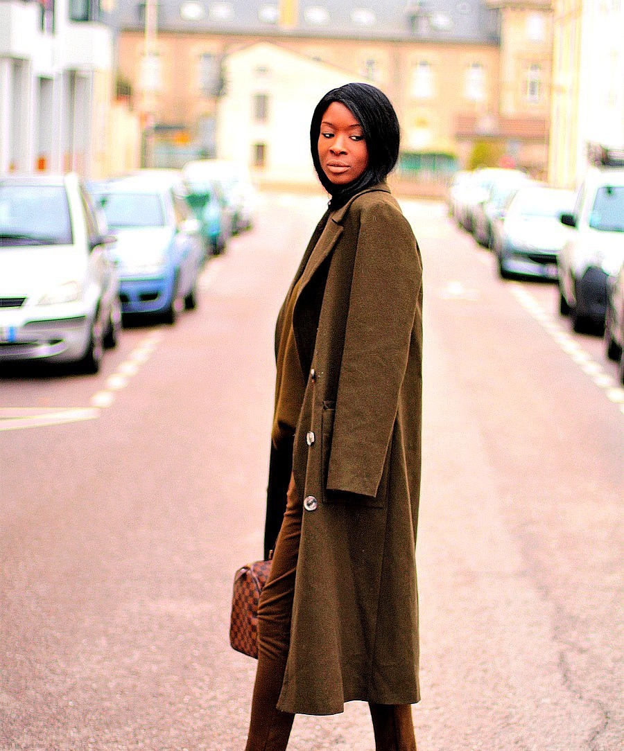 idee-look-avec-manteau-long-kaki