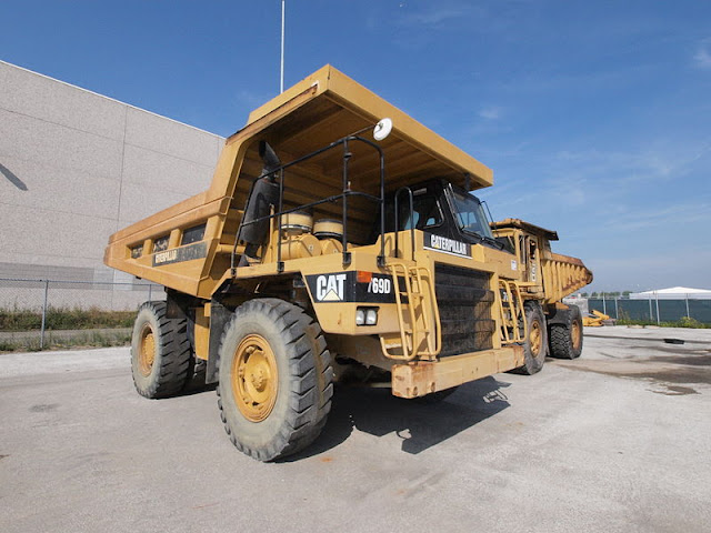 Gambar truk haul Caterpillar Cat 769D