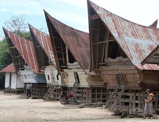 rumah adat suku batak