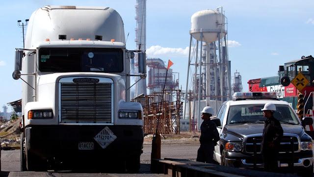 Descubren el primer túnel para robo de combustible de Pemex en el estado mexicano de Puebla