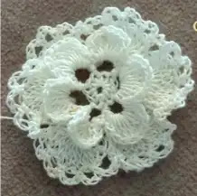 Aplique Flor Rosa Irlandesa a Crochet
