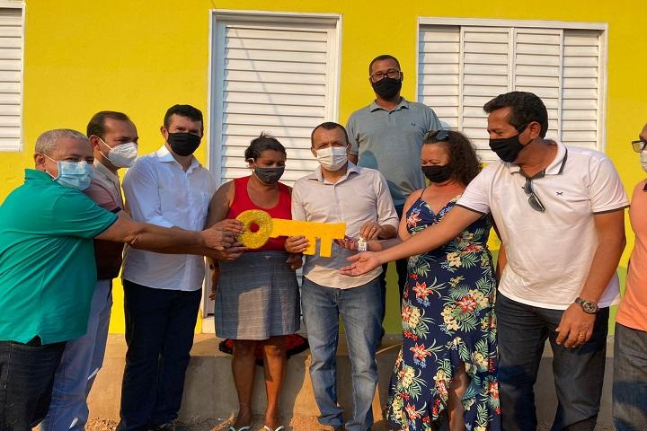 Prefeitura de São Desidério entrega casas populares em Lagoa da Rosa, Guará e Pontezinha