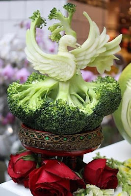 Awesome Fruits And Vegetables Carvings