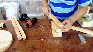 Colocar patas al banquito o zancudo