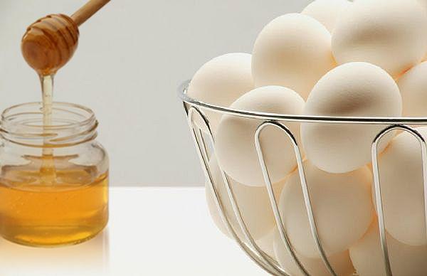 ماسك البيض بالعسل لتنقية البشرة وجعلها صافية كالبللور