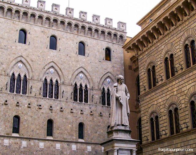 Edifícios medievais em Siena, Itália
