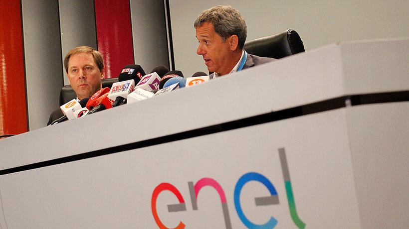 Enel anuncia compensación por cortes de luz en Santiago