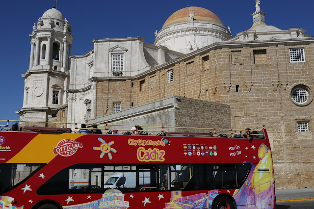 Vista trasera de la catedral de Cádiz
