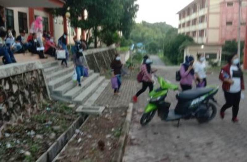 Setelah jalani Karantina dan Rapid Tes serta Swab tes terkait corona covid 19 Pekerja Migran Indonesia dipulangkan dari Batam ke Kampung asalnya Surabaya dan Makassar