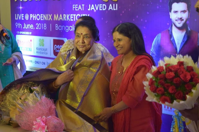 Smt Asha Bhosle felicitated by well known artists of Bangalore At Bengaluru Marriott Hotel, Whitefield