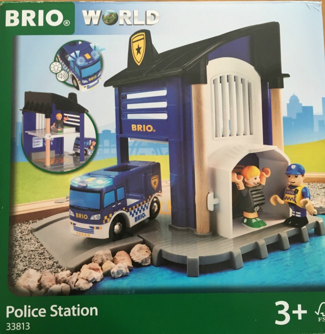 Brio-police-station-front-of-box-showing-police-car-criminal-and-police-figures-and-police-station