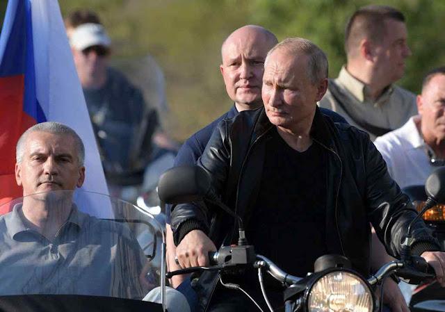 Putin leva o líder russo da Crimeia, Sergey Aksionov
