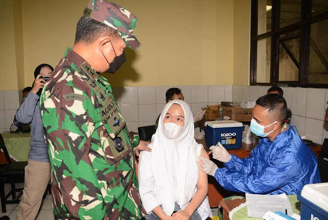 Pangdam III/Slw Tinjau Bhakti Alumni SMAN 13 Bandung Gelar Vaksinasi