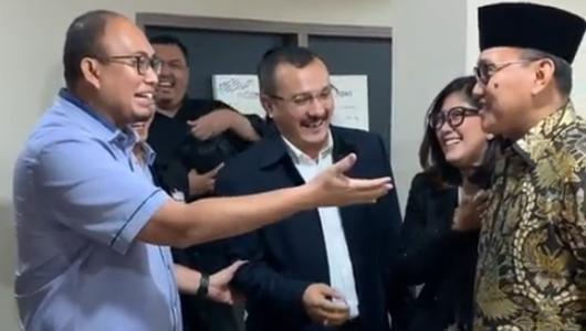 Kocak! BPN Prabowo Serah-Terimakan Ferdinand PD ke TKN Jokowi