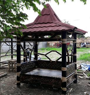 Jual saung bambu hitam asli | perakit saung bambu hitam