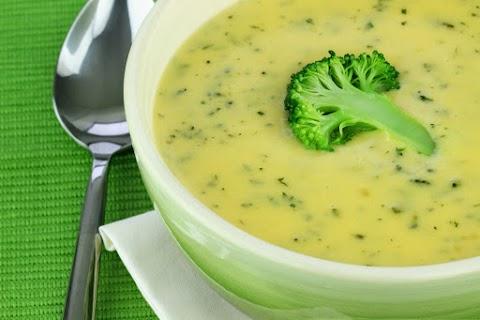 Sajtos, tejszínes brokkolikrémleves: sűrű és laktató