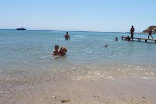 Yolanda y Joel disfrutando de la playa.
