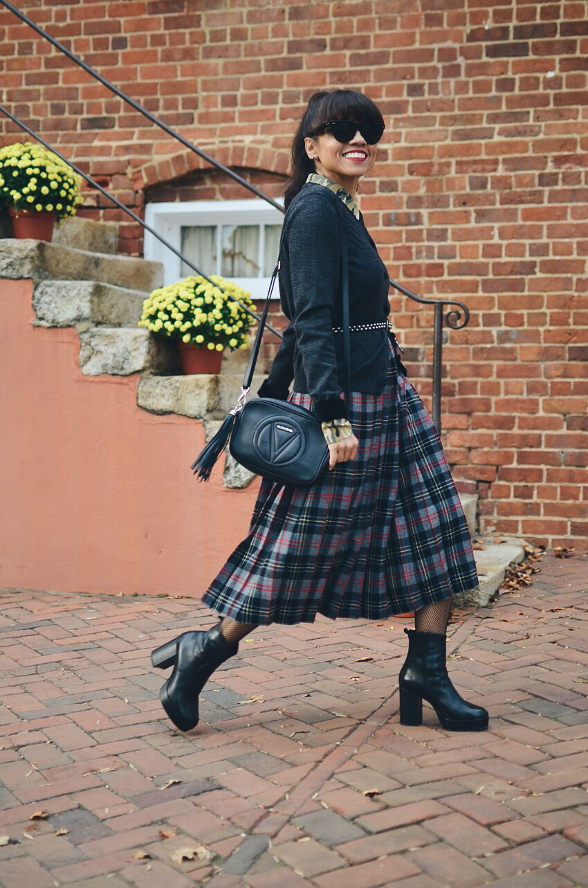 Plaid midi skirt street style