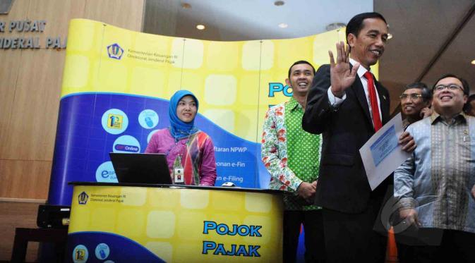 ilustrasi Pak jokowi bayar pajak menggunakan e-filling