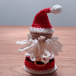 http://www.ravelry.com/patterns/library/quick-santa-claus-no-sew
