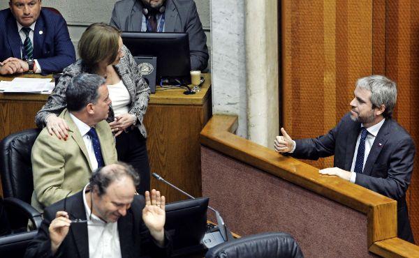 Senado aprueba sancionar saqueos y barricadas y Frente Amplio anticipa rechazo en la Cámara
