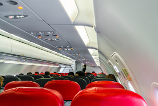 Tips Naik Pesawat Untuk Pemula Yang Baru Pertama Kali Naik Pesawat - Kaum Rebahan ID